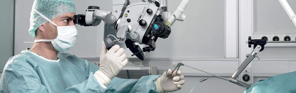 Doctor using OPMI Vario microscope application